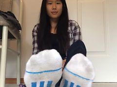 20yr Old Girlfriend Feet 11 (socks Sold)   Youtube2