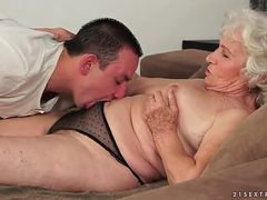 Hairy granny pussy licked by young guy