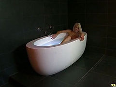 Monster Curve beauty Anikka rub a dub-dubs in the tub.