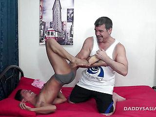 Daddy Barebacks Asian Boy Alex