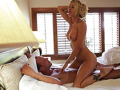 Tender bombshell enjoys another great cumshot session